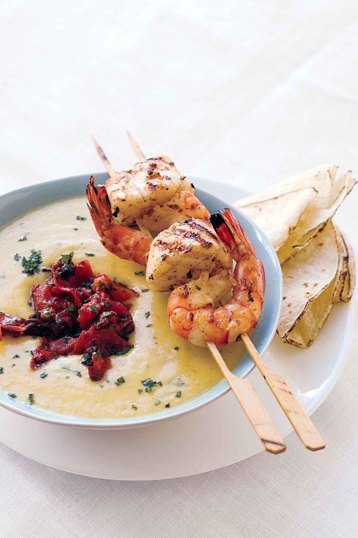 Zuppa di granchio e mais con gamberi e peperoni arrosto, chowder americano
