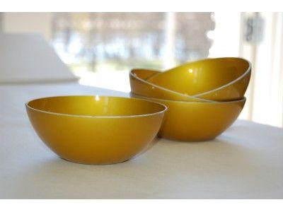 Vintage enamel bowls yellow. www.hellans.no