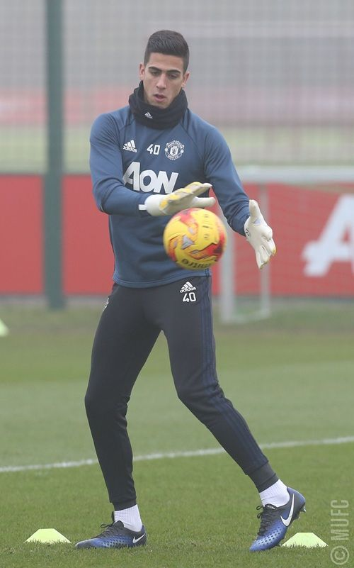 Pics: United train in the Manchester mist - Official Manchester United Website