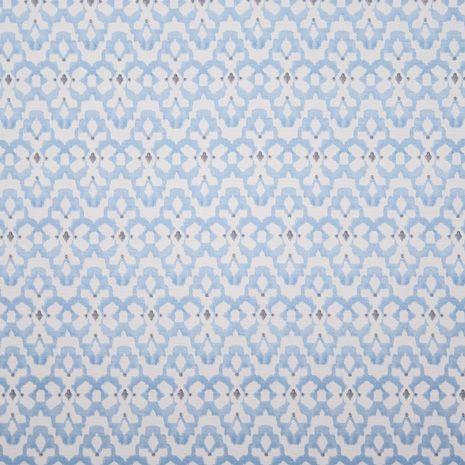 O azul royal contrasta com o branco dos motivos étnicos. Pequenos apontamentos imprimem movimento e dinamismo ao padrão. Este algodão é perfeito para dar vida à decoração dos seus espaços. Indicado para cortinas e estores, almofadas e manualidades.