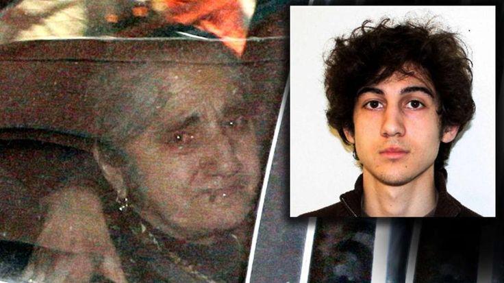 Dschochar Zarnajew (21) zeigt erstmals Emotionen : Russen-Tante bringt Boston-Bomber zum Heulen http://www.bild.de/news/ausland/boston-marathon-anschlag/verwandtschaft-bringt-boston-bomber-zum-weinen-40821800.bild.html