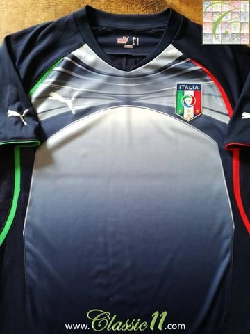 Official Puma Italy football training shirt from the 2010/2011 international season.