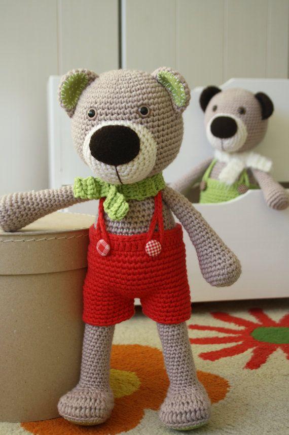 He encontrado este interesante anuncio de Etsy en https://www.etsy.com/es/listing/218315335/pattern-theodor-the-teddy-bear-crochet