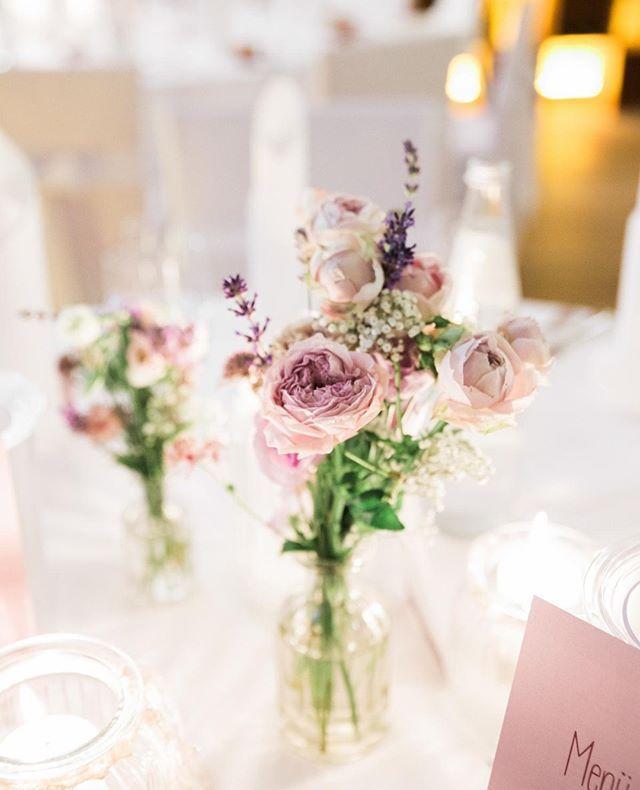 Hier Ist Deine Blumen Inspiration Des Tages Brautstrauss Braut Hochzeit Braut2019 Wedding Flowers Wedding Reception Decorations Wedding Reception Tables