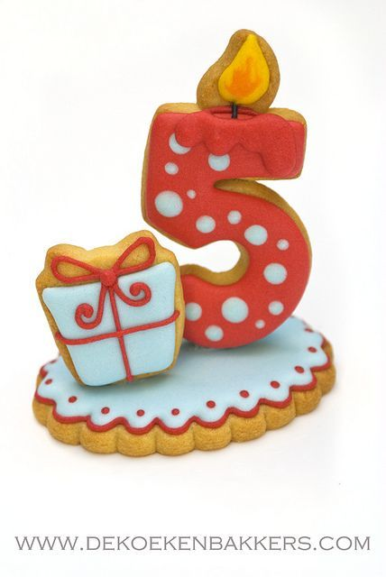 3D number cookie from de koekenbakkers- Something like this would be a cute idea as a topper for a kids' birthday cake