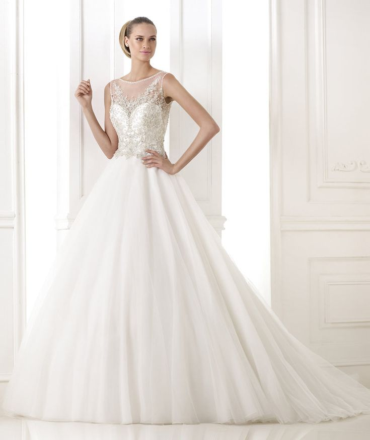 BOHEMIO – Wedding dress with wide skirt. Pronovias 2015