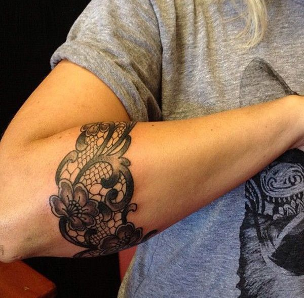 like thsi one but on thigh instead 45+ Lace Tattoos for Women | Cuded