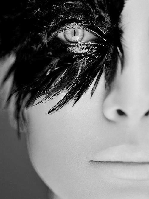 birds eye view: Ideas, Eye Makeup, Masque Ball, Black Swan, Halloween Makeup, Makeup Eye, Photo, Black Feathers, Ravens