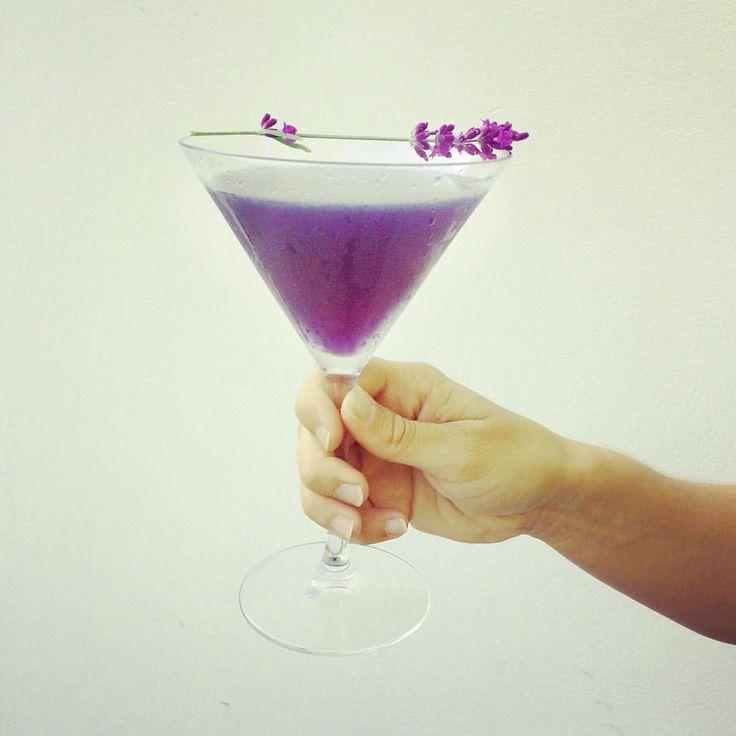 """13 kedvelés, 1 hozzászólás – Garázs Kávézó - café & bar (@garazskavezo) Instagram-hozzászólása: """"#levander #martini #levandermartini #shakennotstirred🍸 #shakennotstirred #purple #purpledrink…"""""""
