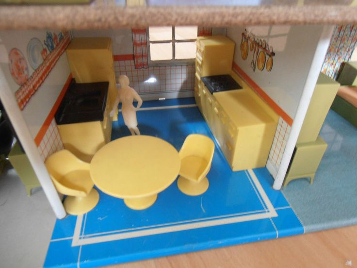 VINTAGE 60's MARX TINPLATE METAL DOLLS HOUSE, FURNITURE AND FIGURES | eBay