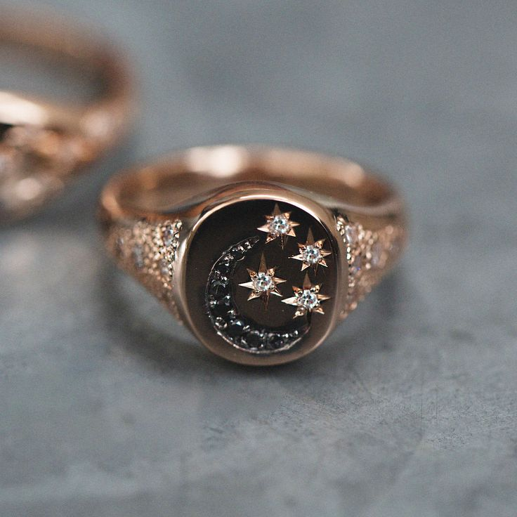 14kt gold black diamond moon and white diamond stars vintage signet ring **features scattered diamonds on the sides of the band
