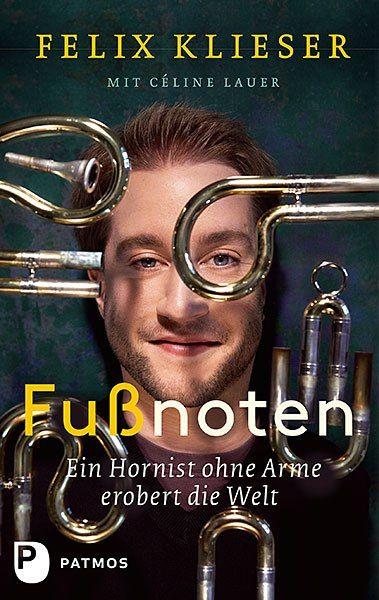 脚で演奏するホルン奏者フェリックス・クリーザー。楽器ホルンのまとめ