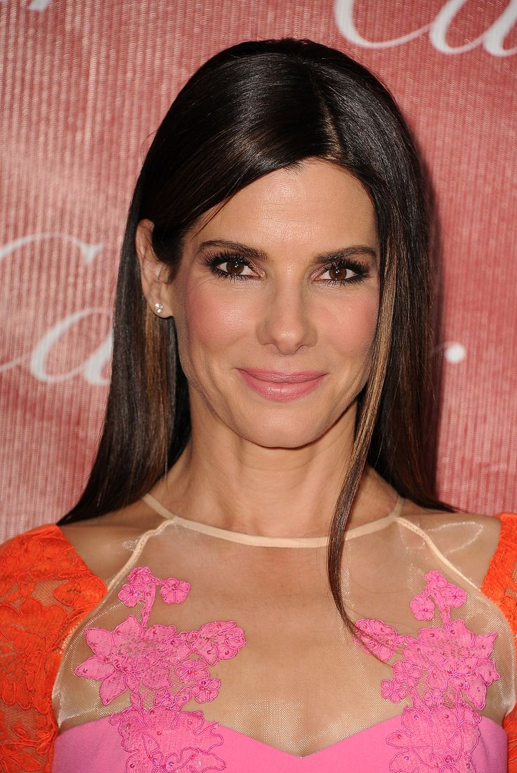 Sandra Bullock went with stick-straight strands for the red carpet and brought out the pink in her dress with a pastel lip color and blush.