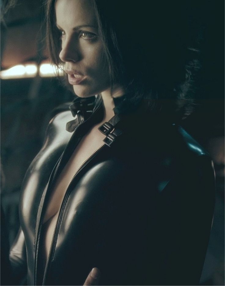 Kate Beckinsale as ' Selene' in Underworld (2003) and Underworld: Evolution (2006) The British beauty played vampire warrior Selene. Description from pinterest.com. I searched for this on bing.com/images