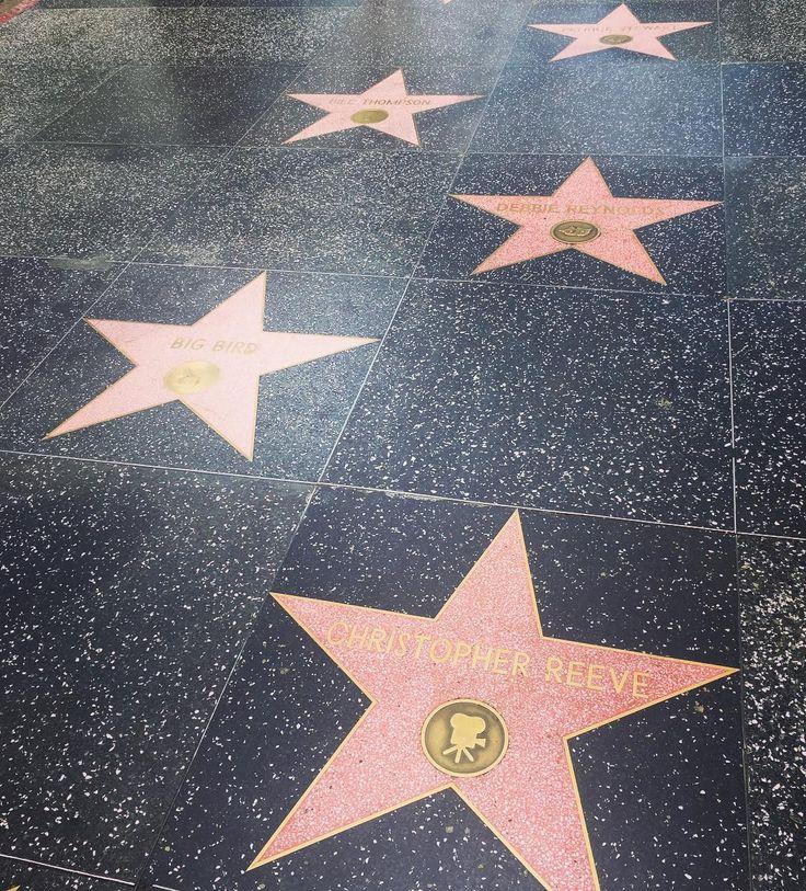 En el #PaseoDeLaFama de #HollywoodBlvd en #LosAngeles #California y leyendo las noticias que nos hablan de la muerte de otra estrella #AngelNieto DEP #RedesSociales #EstadosUnidos #halloffame