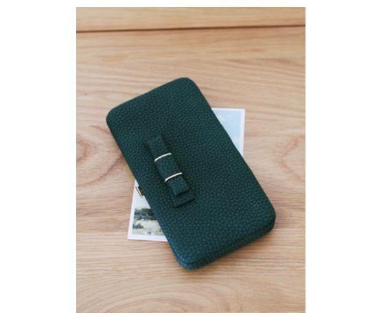 Velmi prostorná kožená dámská peněženka s mašličkou – zelená – SLEVA 70 % + POŠTOVNÉ ZDARMA Na tento produkt se vztahuje nejen zajímavá sleva, ale také poštovné zdarma! Využij této výhodné nabídky a ušetři na …
