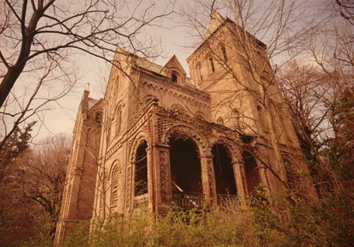 In ruins: Wyndclyffe mansion in Rhinebeck, NY, has been abandoned for over half a century. What a shame.