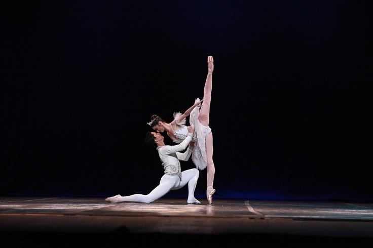 """Balé Clássico de Repertório - Grand Pas-de-Deux -  Categoria Avançada. Escola de Dança Petite Danse Tijuca com a coreografia """"A Bela Adormecida"""". Crédito: Aurea Silva"""