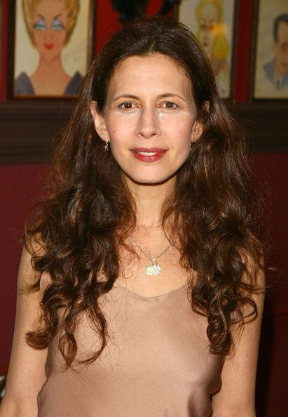 Jessica Hecht. She is performing the role of Golde in the 2015 Broadway Revival of The fiddler on the roof