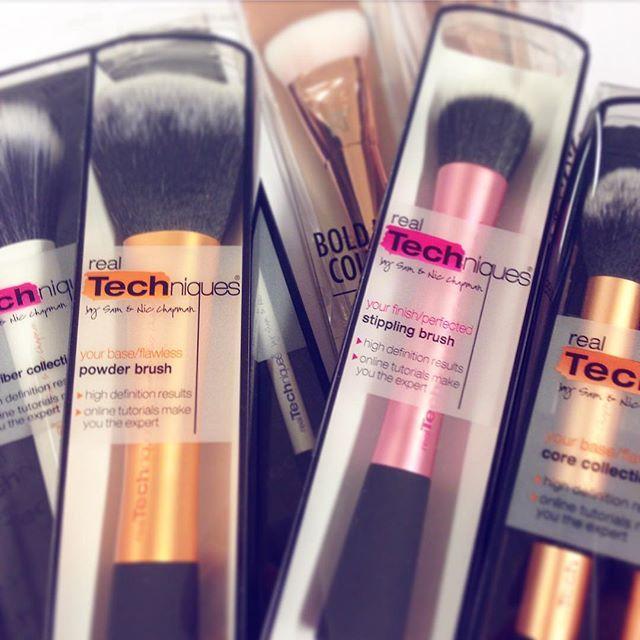 Da har det akkurat kommet inn et stort påfyll av Real Techniques på lager!!! Vi elsker disse sminkekostene💕 #iglowno #beauty #makeup #sminke #realTechniques #sminkekoster #makeupbrushes #boldMetals #love #gorgeous #måha