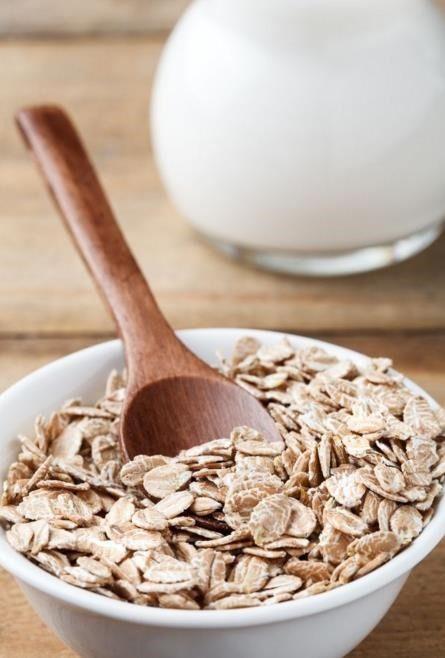 La leche de avena es una bebida vegetal rica en beneficios nutricionales, ideal dentro de una dieta sana por sus increíbles propiedades para la salud. Te explicamos sus cualidades más importantes.