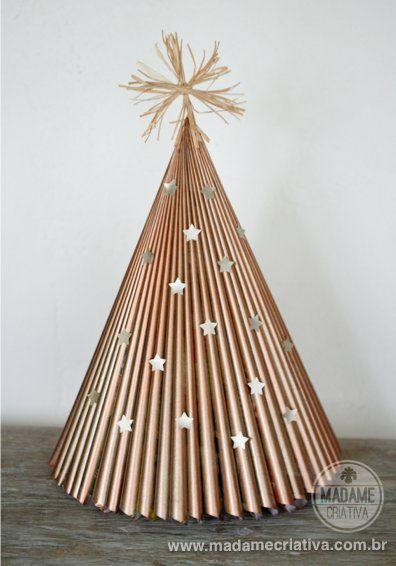 Como fazer árvore de natal com revista - Reciclagem - Passo a Passo com fotos - Tutorial with pictures - How to make a Christmas tree folding a magazine - Madame Criativa www.madamecriativa.com.br: