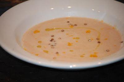 Mocht je geen zin hebben om te koken vanavond en nog een blik witte bonen in tomatensaus in je voorraadkast hebben staan - maak dan even vlug deze soep.