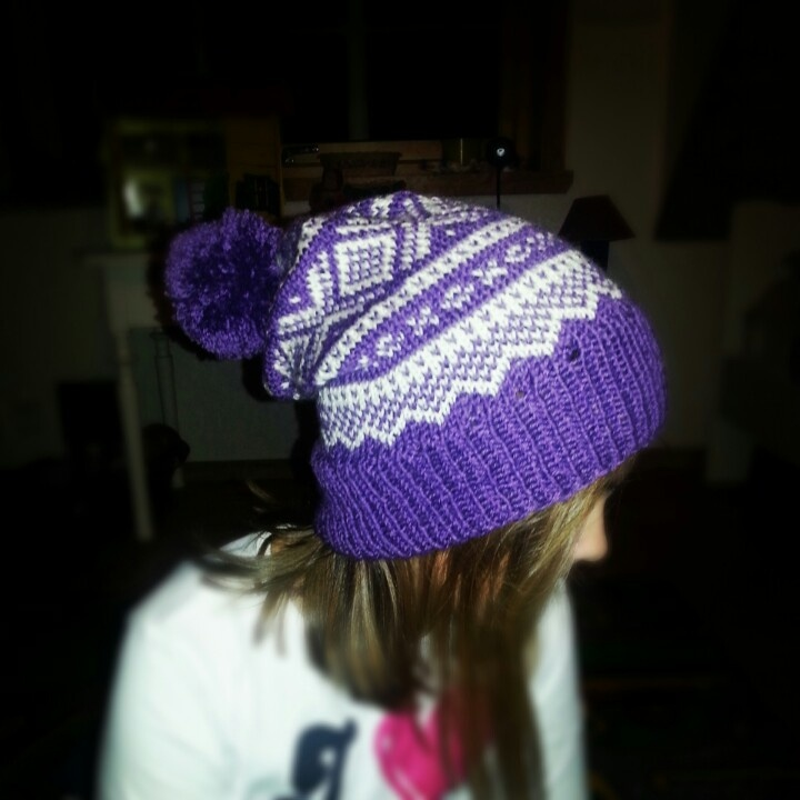 Hat with mariuspattern and pompom.