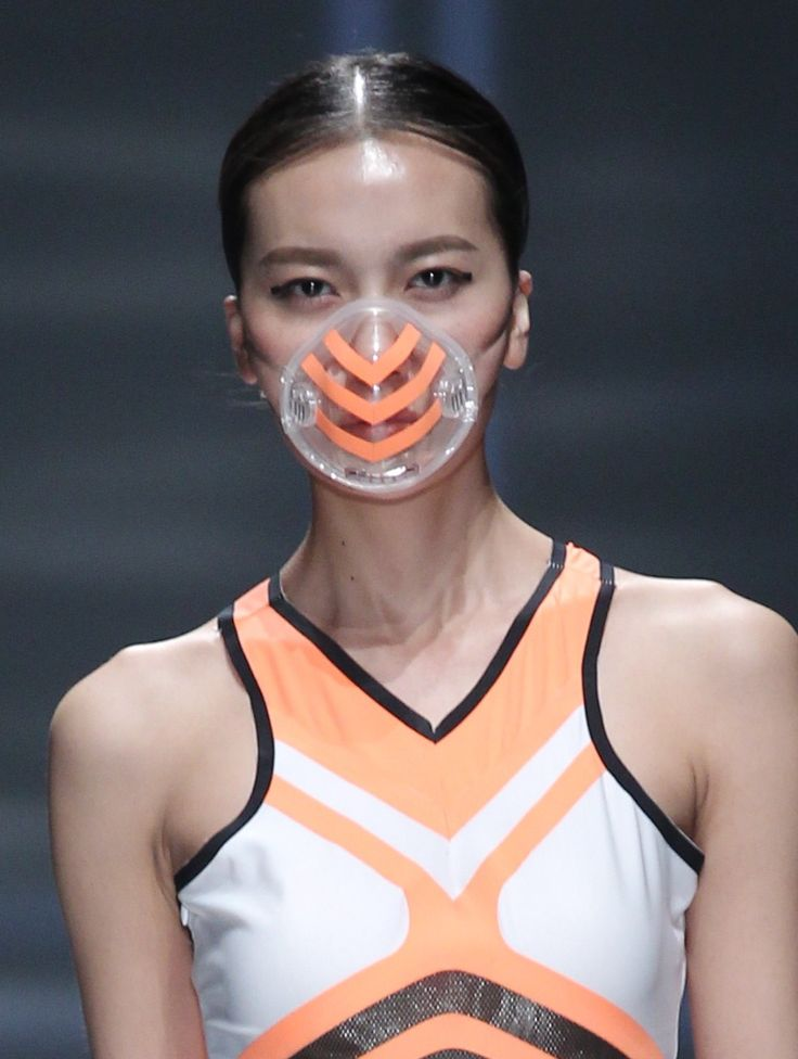 coredumpproject:bodyfluids:  Smog masks at QIAODAN Yin Peng S/S 15 China Fashion Week   This makes me want to go through and rewatch all that bad sci-fi from the 90s. Apparently they were on to something.