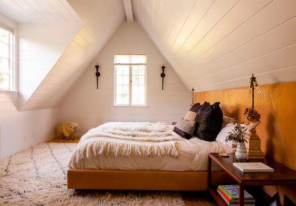 dormitorio-abuhardillado-cabecero-color-mostaza