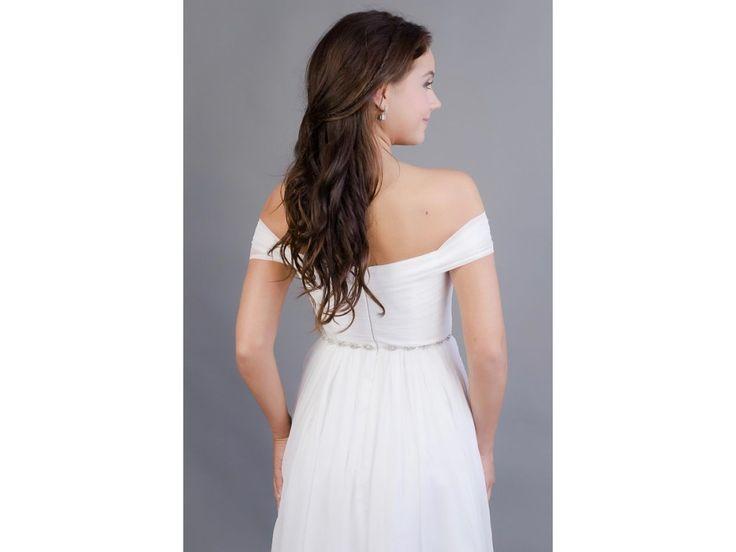 Romantické svatební šaty se spadlými ramínky šaty mají skládaný živůtek srdíčkový tvar výstřihu romantická spadlá ramínka všitá podprsenka a zip na zadní straně délka šatů 155 cm (od ramene k přednímu lemu)