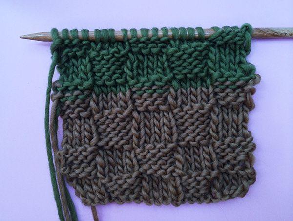 Salut Knitters !  Aujourd'hui nous vous enseignons une nouvelle technique de tricot connue sous le nom de « point de panier ».  C'est un point très facile à tricoter mais également très joli visuellement, il est idéal pour les écharpes !