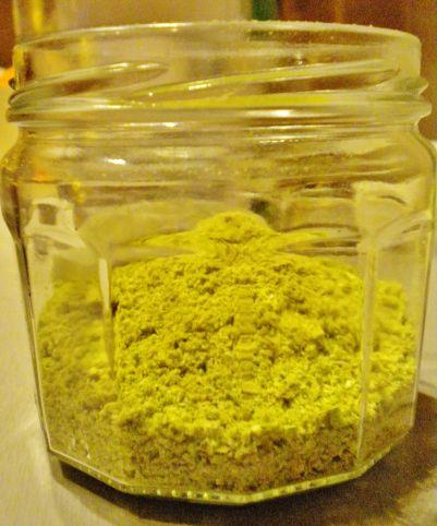 Sel de céleri pour saler sans danger  Le céleri est une plante très riche en sodium bio disponible et adapté à l'être humain, contrairement au sel sous sa forme raffinée (voir l'article Pourquoi le Sel est notre Ennemi).