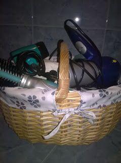 Cesto Picnic no wc. Picnic basket on the bathroom