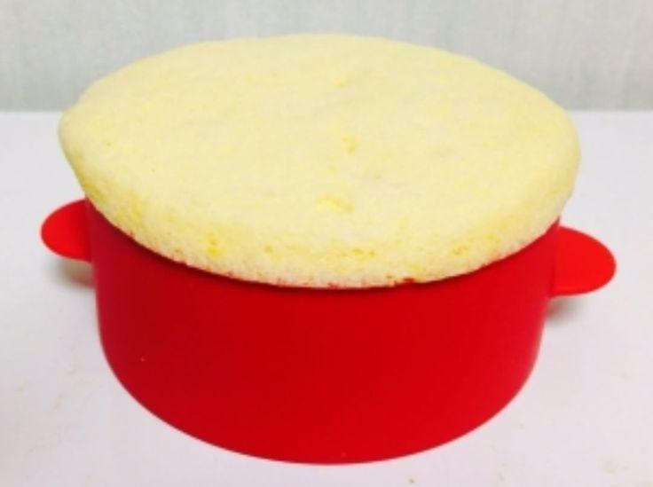 「糖質0.4g!! . 「シフォンみたいなフワフワ蒸しパン」 . . . <材料:1人分> ・※おからパウダー(微粉)3g ・※卵(1個分) ・※シュガーカット(5g )…」