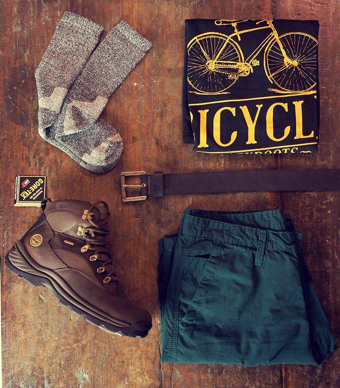 As escolhas do Renato! Meia selene, bota Timberland Chochorua, camiseta Black Boots Bicycle, bermuda verde e cinto de couro