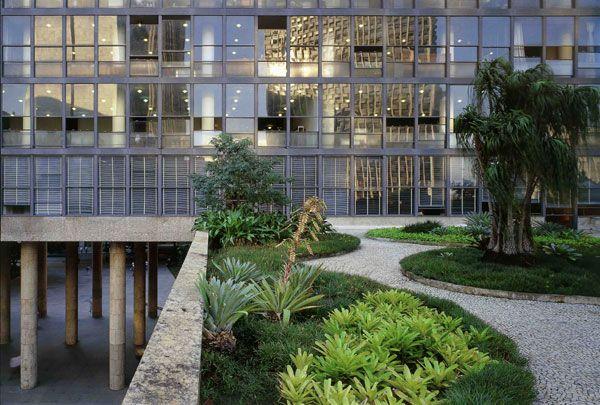 Roberto burle marx jardin suspendu ministry of education for Jardin 43 rio gallegos