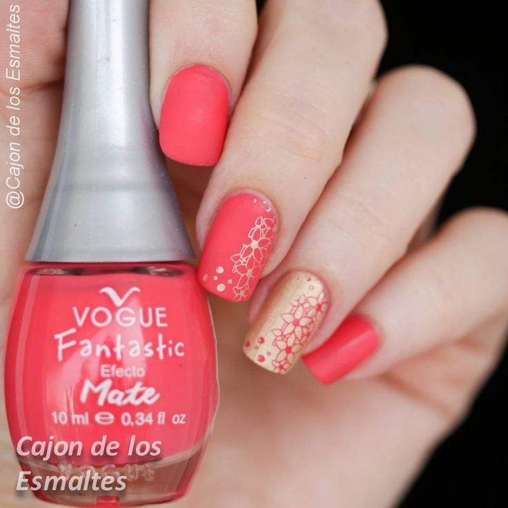 Esmaltes de uñas Vogue mate y estampado con placas Fing'rs  Stamping over matte nail polish with B65 plate from Fing'rs
