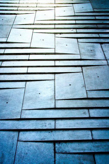 Combinación rampa/escaleras en el Museo M Stephane Beel