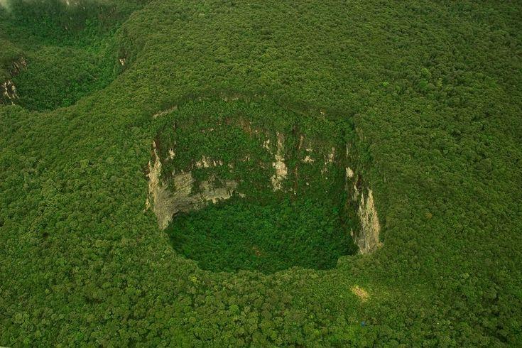 sarisarinama sinkhole, venezuela