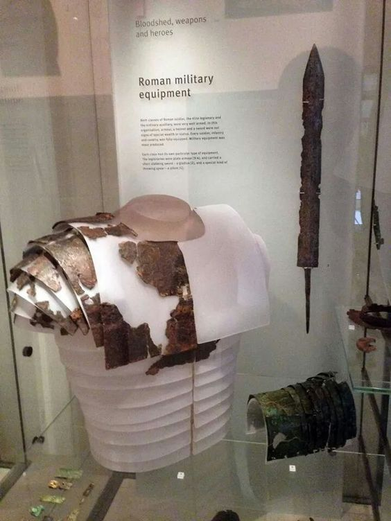 Lorica segmentata armour of Newstead type, the breastplates shouldn't be on top of the shoulder plates though, gladius sword of pompeii type and manica, arm protection. Scotland national museum