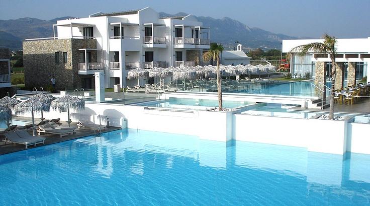 Der Pool ist so groß, das es unmöglich ist ihn im ganzen zu fotografieren. Diamond Deluxe Hotel auf der Insel Kos.