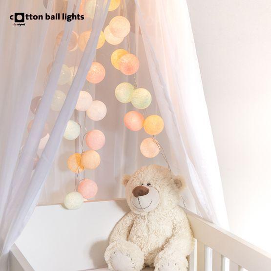 Cotton Ball Lights heeft geweldige lichtslingers in diverse hippe kleurencombinaties en afmetingen!