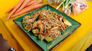 'Hungry Girl' Lisa Lillien's 200 Calorie or Less So Low Mein With Chicken | Recipe - ABC News
