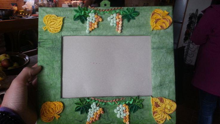 Frame with grapes and lime leaves Képkeret szőlővel és hárslevéllel