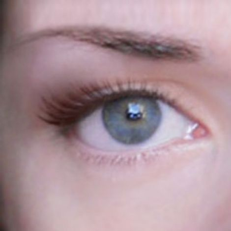 How to apply makeup on droopy eyes