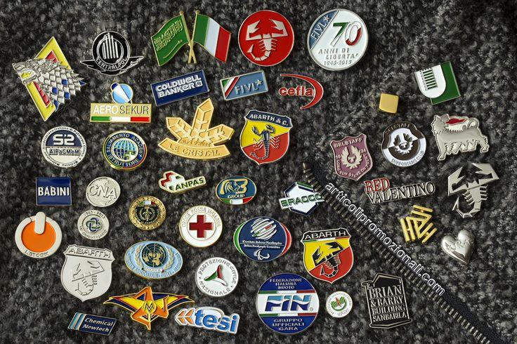 Le nostre leggendarie spille personalizzate, pins promozionali e spillette da giacca made in Italy. Produzioni di elevatissima qualità, per maggiori informazioni potete visitare la nostra pagina dei contatti: https://www.spille.com/contatti