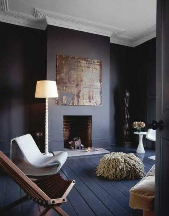 sol en planchers de couleur gris foncé, plafond blanc