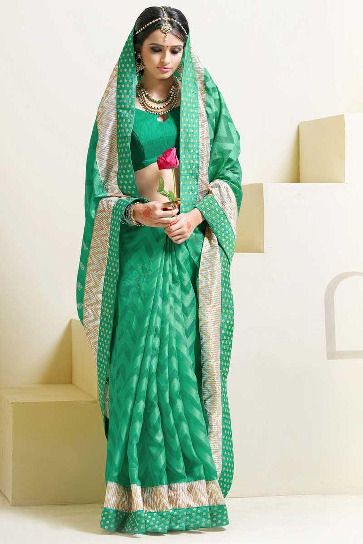 #AndaazFashion Présente verte sari de soie de l'art avec le chemisier   http://www.andaazfashion.fr/womens/sarees/green-art-silk-saree-with-blouse-dmv8550.html
