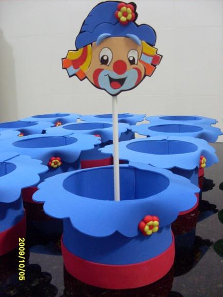 Cartola centro de mesa do Patati Patatá feita em EVA com apliques em biscuit. Com aproximadamente 15 cm de diâmetro. R$6,30